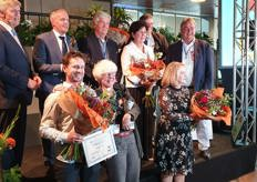 Winners of the Ambassador of the Mushroom Industry Award 2019 at the 35th Dutch Mushroom Days in Den Bosch; Magda Verfaillie, Johan Baars, Anton Sonnenberg, Ko Hooijmans and Jan Klerken with family and speaker Loek Hermans (left).